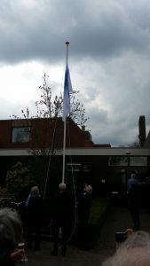 Hospice Oudewater officieel geopend, hijsen van de vlag